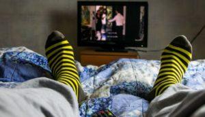 preguica-televisao-cama-0817-1400x800