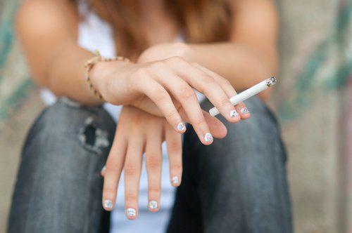 8-crenças-falsas-sobre-o-cigarro-que-expõem-a-saúde-do-consumidor-500x332